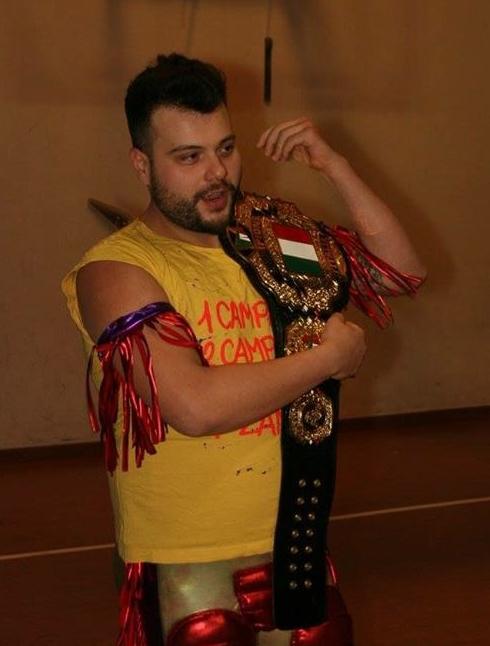Nella foto, in alto: Campari con la cintura di campine italiano WIVA