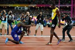 Justin Gatlin vince l'oro e s'inchina al Re Usain Bolt