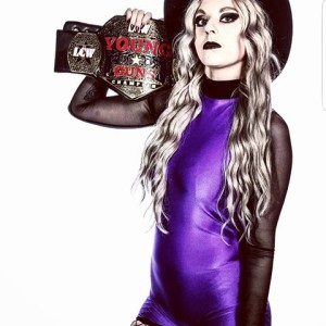 Nella foto, in ato: Jayde nel suo attire stile Halloween