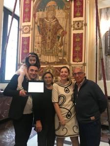 Nella foto, in alto: Mario Zurlo con i familiari, alla premiazione