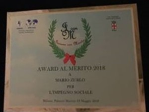 Nella foto, in alto: la targa consegnata a Mario Zurlo, Award per il sociale 2018
