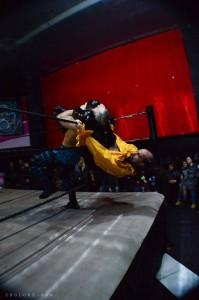 Head scissor appeso alla terza corda, una straordinaria mossa del Marchese