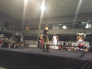 nella foto, in alto: Tutti sul ring per la rumble