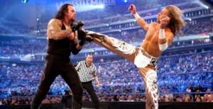 Nella foto, in alto: era l'epoca della faida di Shawn Michaels vs Undertaker...