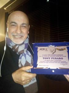 Nella foto, in alto: La targa per il simpatico Tony