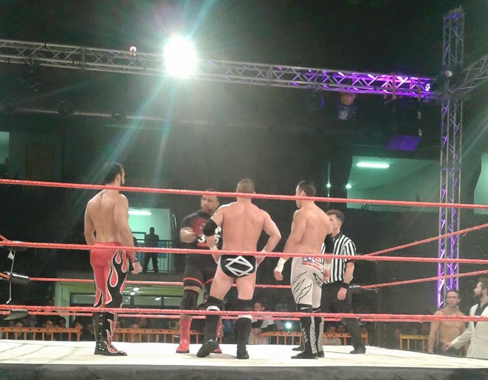 Grande Dick wrestling