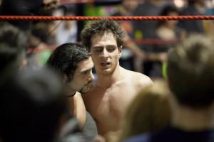 Nella foto, in alto: Tenacious sul ring
