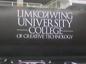 Nella foto, in alto: L'università di Kuala Lumpur