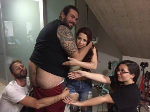 Nella foto, in alto: i simpaticissimi Headhunters fondano il FAN CULO club