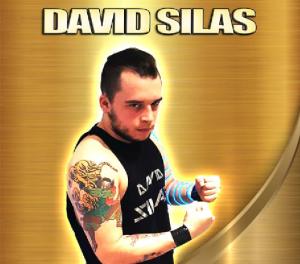 Nella foto, in alto: il cattivo David Silas