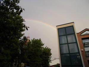 Nella foto, in alto: Doppio arcobaleno su Pero