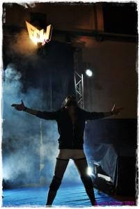 Nella foto, in alto: il bellissimo ingresso di Steve sul ring