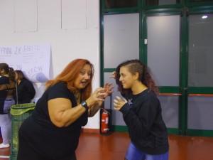Nella foto, in alto: la nostra Erika Corvo scherza con la giovanissima trainee Sara Alessi