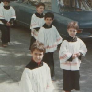 Nella foto, in alto: Francesco chierichetto