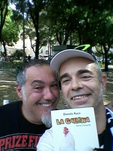 Nella foto, in alto: Frank Basilico con l'amico Daniele Raco, comico, wrestler e scrittore. Entrambi condividono lo stesso impegno politico