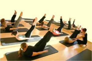 istruttore mentre controlla correttezza esercizio