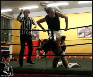 Nella foto, in alto: Matt Disaster contro Steve McKee