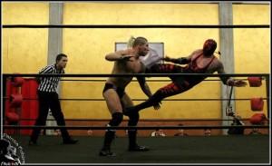 Nella foto, in alto: Red Scorpion vs Josh Shooter
