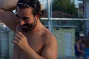 Nella foto, in alto: Alfredo fa sport sempre e dovunque, anche in spiaggia!