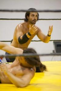 Nella foto, in alto: E finalmente si arriva al wrestling!