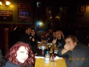 Nella foto, in alto: Tutti in pizzeria!