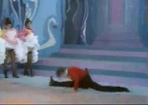 Nella foto, in alto: Valentin le désoossé, famoso ballerino di cancan