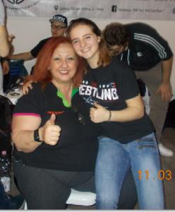Nella foto, in alto: la piccola Alyx con Erika Corvo