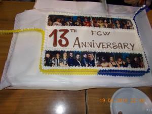 Nella foto, in alto: la buonissima torta del tredicesimo anniversario FCW Cento di questi giorni!