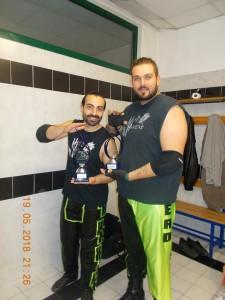 Nella foto, in alto: Gli Headhunters premiati come unico tag team triple crowned