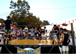 Nella foto, in alto: i bambini sul ring