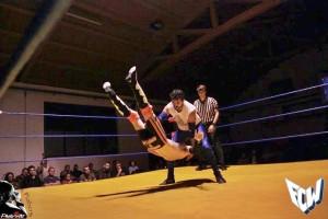 """Nella foto, in alto: quando si dice """"sbattere l'avversario come un tappeto"""""""