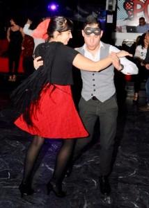 Nella foto, in alto: Ballando in lieta compagnia