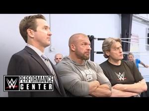 Nella foto, in alto: Fantascienza. E se ti chiamassero in WWE?