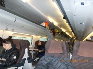 Nella foto, in alto: Per seguire il wrestling siamo sempre in viaggio sui treni