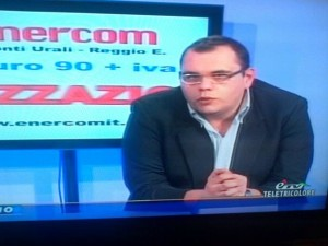 Nella foto, in alto: Marco Folloni nella sede di Radio Luna Tv