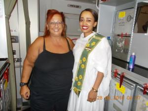 Nella foto, in alto: una delle belle hostess etiopi che ci accolgono