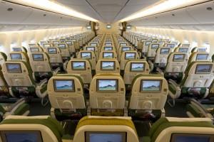 Nella foto, in alto: l'interno del bellissimo boeing 777
