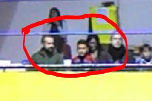 Nella foto, in alto: notiamo un bambino, tra il pubblico