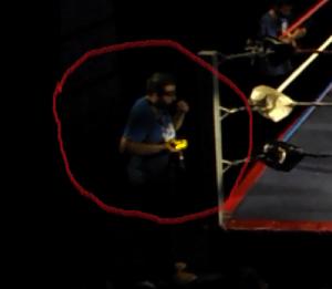 Nella foto, in alto: la macchina fotografica va in giro da sola