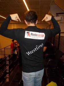 Nella foto, in alto: maglietta nuova e bella col logo di Mondomarziale