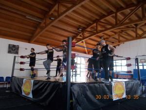 Nella foto, in alto: si inizia a provare qualcosa sul ring