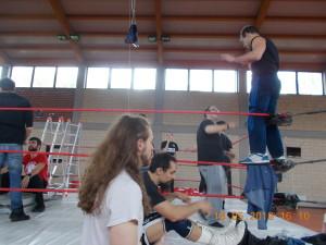 Nella foto, in alto: TG (FCW) si prepara insieme al roster ICW
