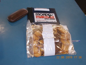 Nella foto, in alto: i biscotti della mamma del piccolo Mattia, buoni e utili per la sopravvivenza