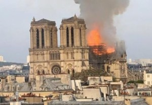 Come-sarà-ricostruita-la-Cattedrale-di-Notre-Dame-de-Paris-e1555682187946