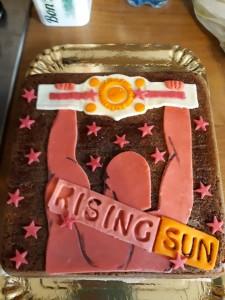 Nella foto, in alto: la torta meravigliosa donata dalla mamma del piccolo Mattia a Fabio Tornaghi