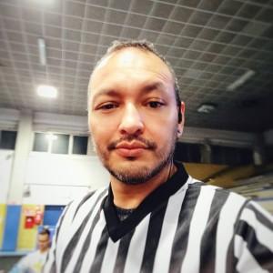 Nella foto, in alto: stasera c'è un arbitro speciale! Fabian Franco, colombiano.