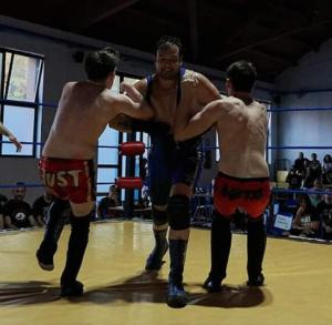 Nella foto, in alto: Horus l'Assoluto in un momento del match. Foto by G.Cuozzo