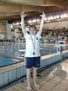 Nella foto, in alto: non solo nuoti lo stesso, ma vinci anche!