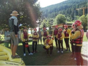 Nella foto, in alto: Luka Yuaka fa anche rafting