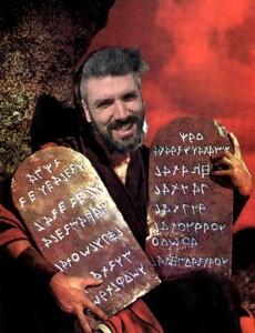 Nella foto, in alto: Fabio tornaghi come un novello Mosè, ci porta le Tavole della Legge
